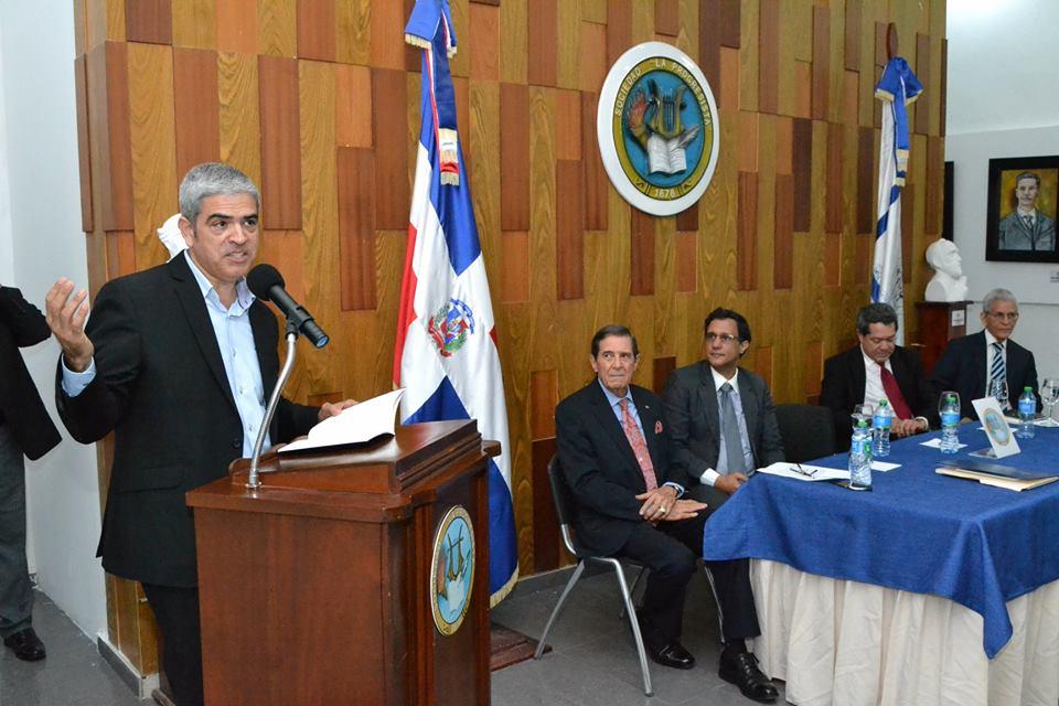 P. FAUTO, CM, PUBLICA LIBRO